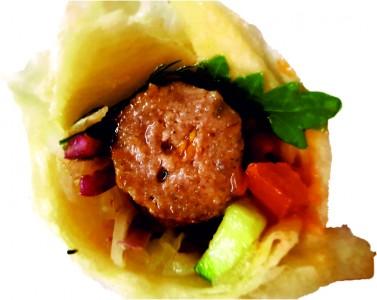 Люля-кебаб свино-говяжий в лаваше с овощами